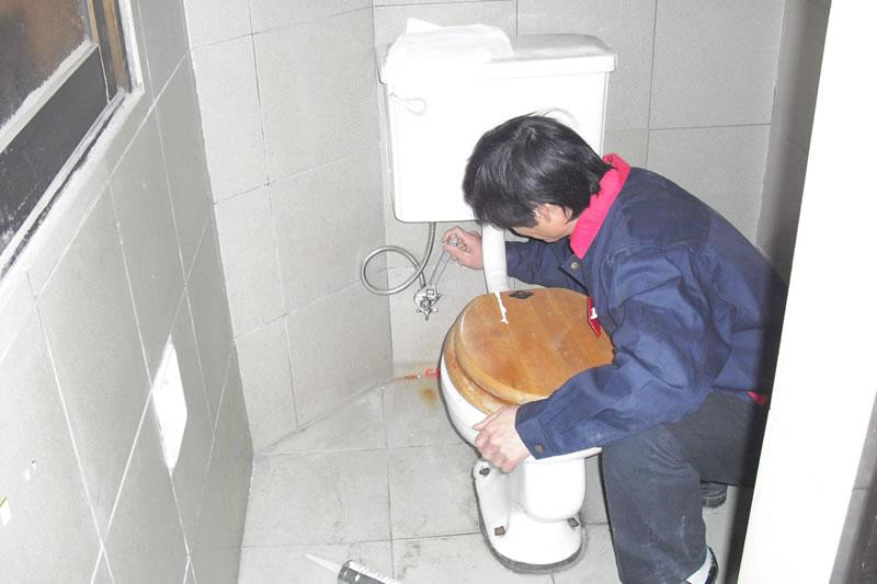 马桶疏通、维修