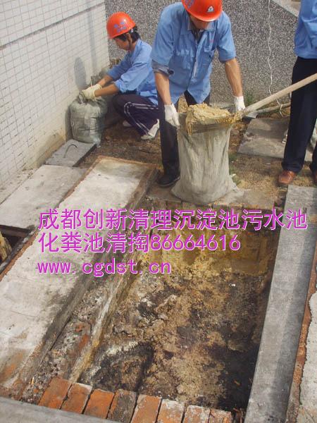 天府立交污水沟清理,清掏化粪池